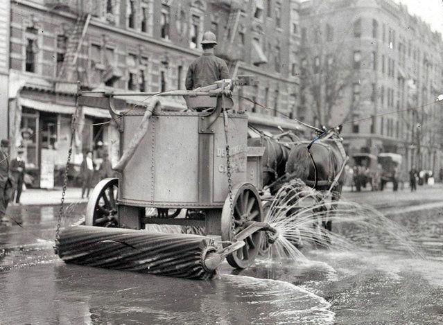 Уборочная машина на конной тяге, Нью-Йорк, между 1910 и ок 1915.