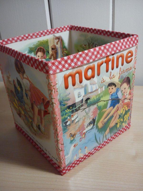 4 couvertures cartonnées d'anciens albums jeunesse + masking tape + carton pour le fond = Recyclage de livres cartonnés en boite de rangement  /4 old hardcover from child books + masking tape = a new box