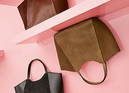 Coccinelle Online Shop: Bags and Accessories by Coccinelle. Enter the online store and browse the catalogue: consistently practical and stylish bags and accessories.