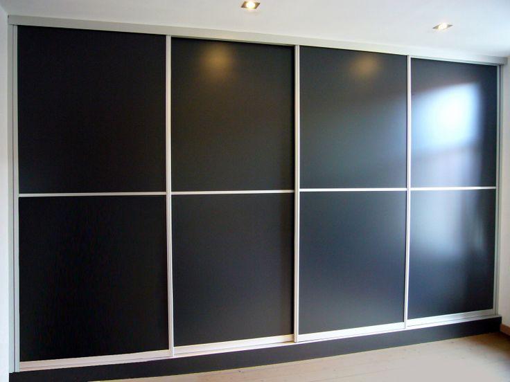 Zwarte schuifdeuren met separaten