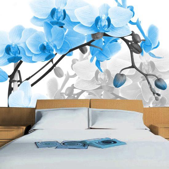Fototapeta z błękitnymi orchideami - idealna ozdoba sypialni.