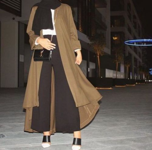 Abaya paired with palazzo pants- How to style your Abaya cardigan for Ramadan http://www.justtrendygirls.com/how-to-style-your-abaya-cardigan-for-ramadan/