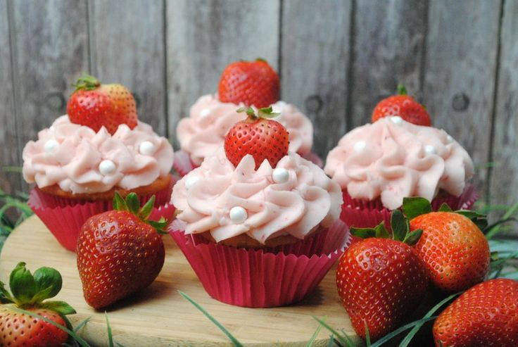 I love how well strawberries and cream cheese pair in these Strawberry Cream Che…