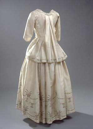 Pet-en-l'air with matching petticoat.