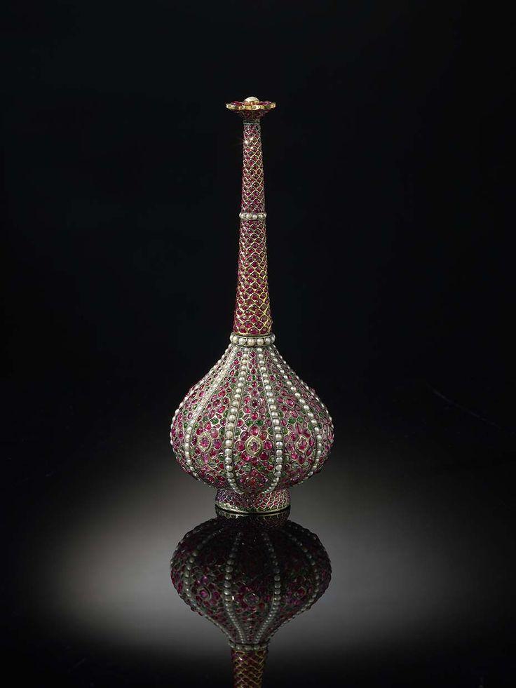 A gem-set rosewater sprinkler (gulabpash), North India, c.1675-1725.