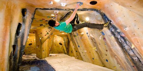 Small area bouldering cave with low ceiling and pillar