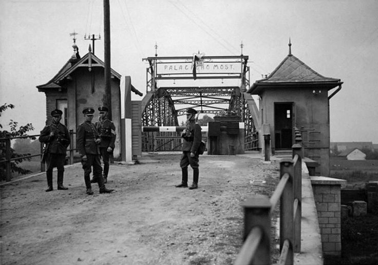 Polish soldiers on a captured Czech PPC in Czech-German border, at the foot of the bridge, which was built in honor of Emperor Franz Joseph anniversary in the Czech town of Bohumin. Wieden has not demolished the Czechoslovak border post.