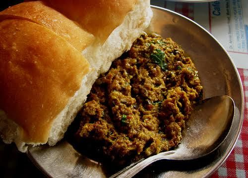 These+15++Iconic+Irani+Cafes+In+Mumbai+And+Their+Specials+Draw+In+Crowds+Today+As+They+Did+Eons+Ago
