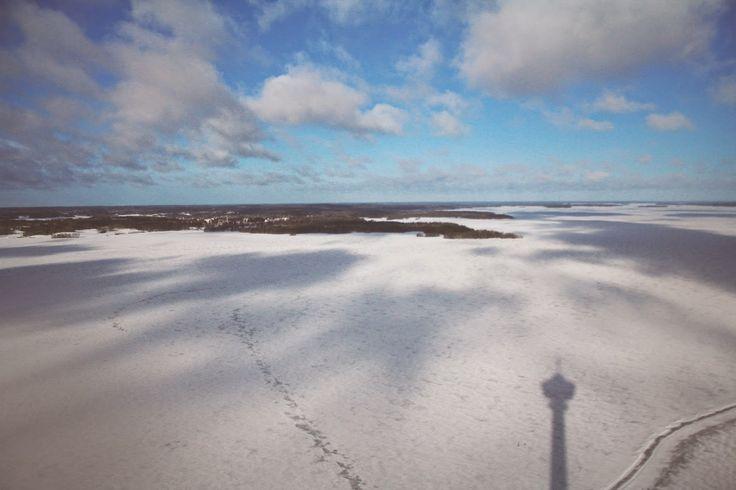 Näsijärven talvimaisema kuvattuna Näsinneulasta käsin. Näsijärvi lake from Näsinneula Observation Tower.