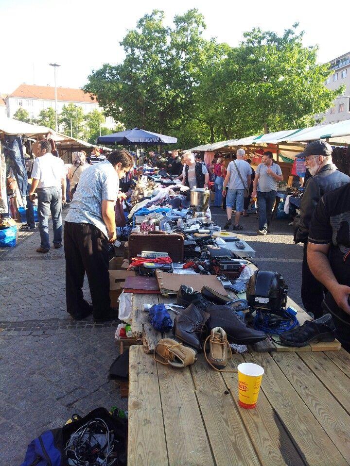 Flohmarkt am Rathaus Schöneberg