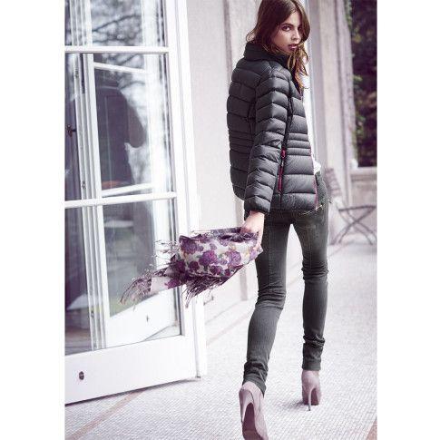 Nicht nur an eisigen Wintertagen wärmen Daunen perfekt: Attraktive Jacke mit trendiger Steppung.