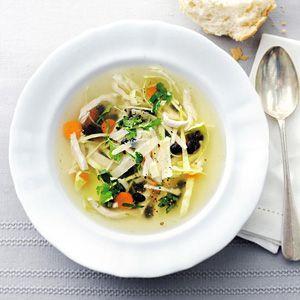 Spitskoolsoep met kalkoen en bonen/ Cabbage Soup with Turkey and Black Beans - Allerhande (recipe is in Dutch)