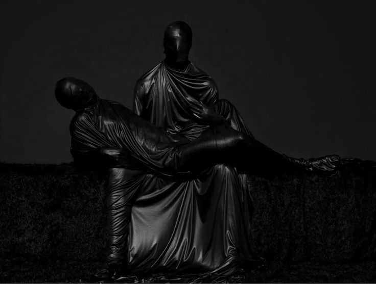 #mustafasabbagh #mask  #black #latex http://www.mustafasabbagh.com/last_work