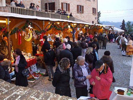 Urbino, Festa del Duca d'Inverno. Il Natale del Rinascimento il 21-22 dicembre 2013 in atmosfera natalizia che si viveva la tempo dei Signori del Montefeltro.