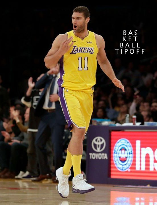 So the Los Angeles Lakers CENTER Brook Lopez last night made an NBA record He was The frist CENTER in NBA HISTORY to record more than 25 points while not grabbing A SINGLE rebound. -AJHEAT