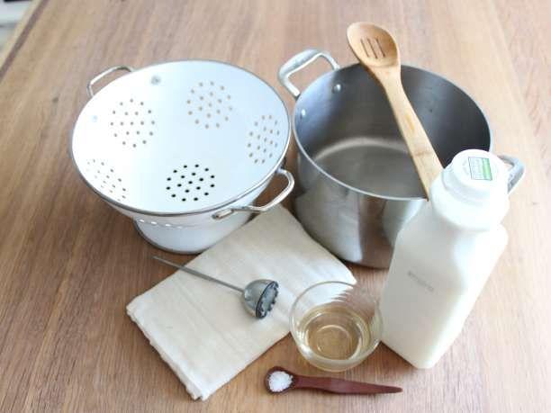 Η ακόλουθη συνταγή είναι για να φτιάξετε τυρί σπίτι σας πολύ εύκολα και γρήγορα. Την συστήνω γιατί οι αρχάριοι αρχίζουν με ένα εύκολο τυρί για να μάθουν τα βασικά και για να απολαύουν το τυρί τους αμέσως. Θα παραγάγει ένα εύγευστο τυρί που μοιάζει με το ανθότυρο και είναι άριστο φρέσκο και μπορείτ