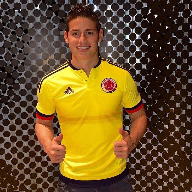 Listo con la nueva camiseta de la Selección Colombia. Copa America Chile 2015 Marzo 2015