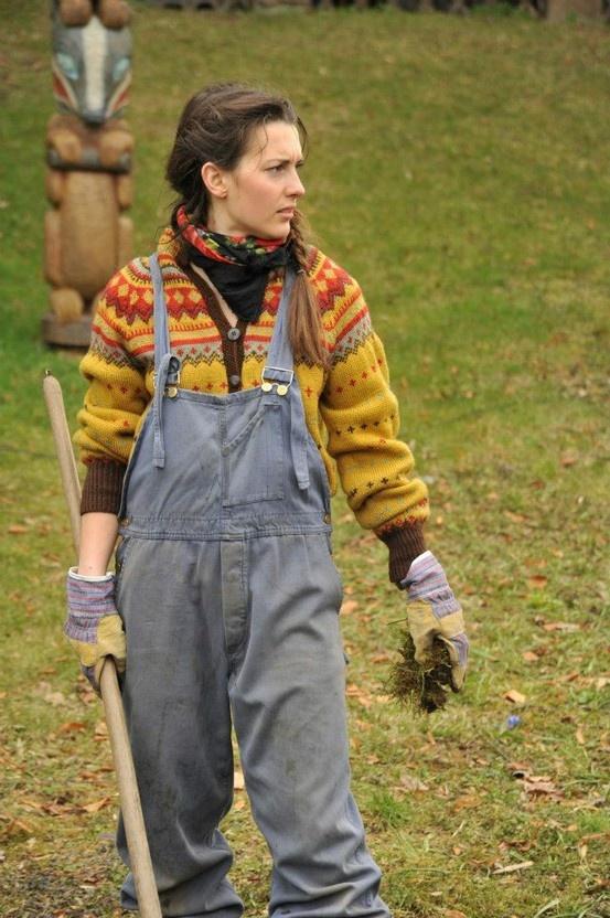 Overalls and colorwork knitting (brukt av Oda i TV-serien Hjem)