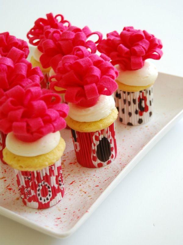Tut Tuesday: Felt Flower Cupcake Toppers - The Proper Pinwheel : The Proper Pinwheel