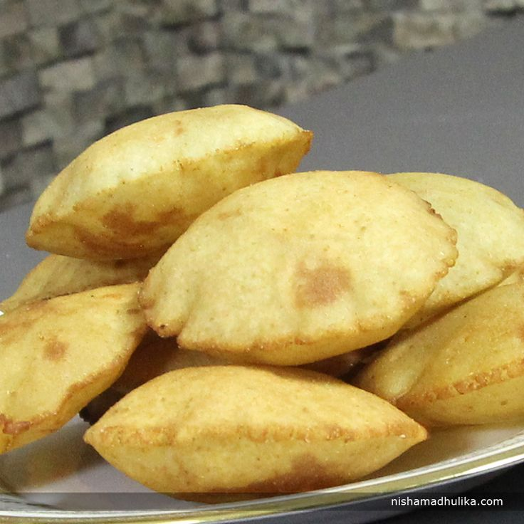 Rice flour poori is prepared in Goa, Malwa and Kokan areas. Rice flour poori is gluten free.  Recipe in English- http://indiangoodfood.com/834-rice-flour-poori-recipe.html ( copy and paste link into browser)  Recipe in Hindi- http://nishamadhulika.com/1245-rice-flour-poori-recipe.html ( copy and paste link into browser)