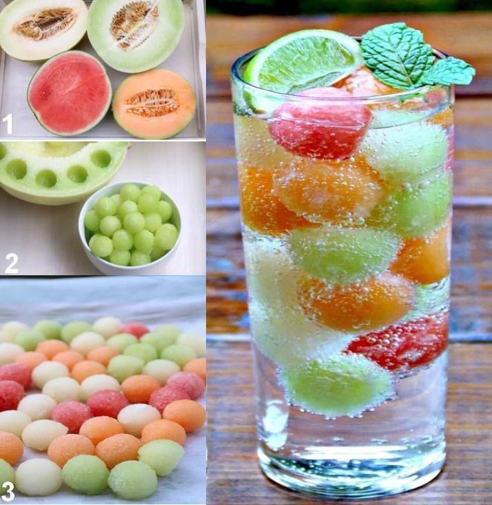 Une idée rafraîchissante pour l'apéro:) Détaillez des billes dans vos melons et pastèques, placez-les au congélateur puis ajoutez-les dans votre verre pour une boisson fraîche et parfumée :)