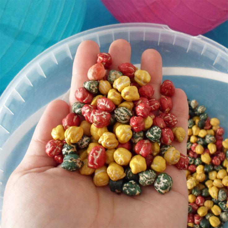 Cómo teñir legumbres para jugar con los niños - http://www.manualidadeson.com/como-tenir-legumbres-para-jugar-con-los-ninos.html