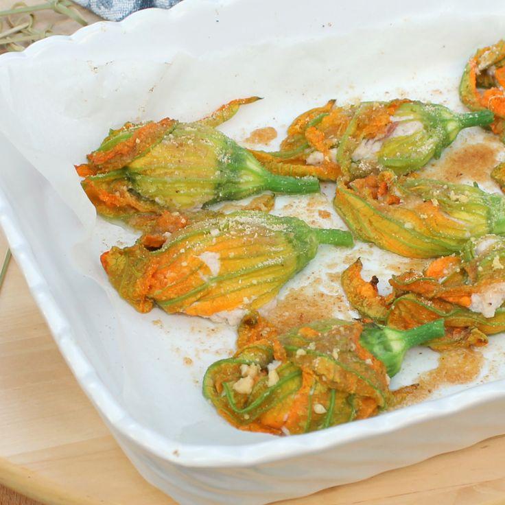 Tantissime ricette con fiori di zucca, dagli antipasti agli aperitivi passando per primi piatti di pasta, risotti, gnocchi, contorni e torte salate.