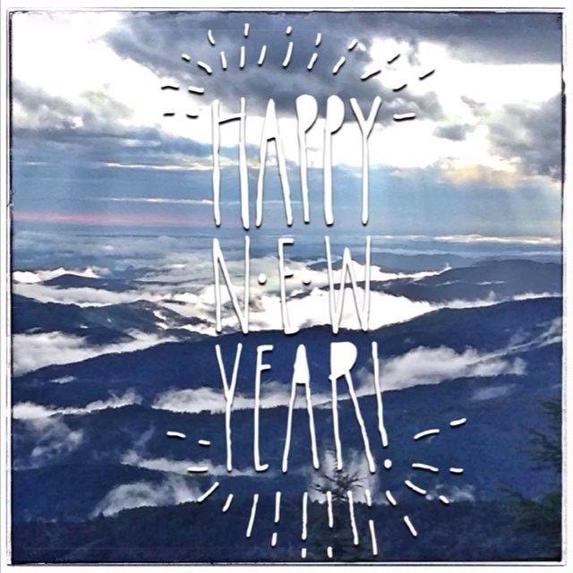 #happy2016 La tête dans les nuages depuis mes montagnes... Je vous souhaite à tous & toutes une merveilleuse nouvelle année 💋 #bonneannée #slowlife #mountains #montagne #landscape #landscape_captures #oxygene #respirer #clouds #sky #lozere #happynewyear #allerdelavant #denouvellesaventurespourbientot