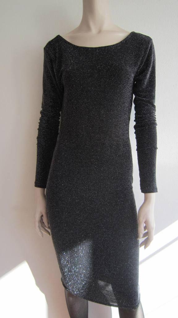 Vero Moda - dress to impress Nauwsluitende jurk in zwart met zilverdraad, en low back. Mt M. (verkocht)