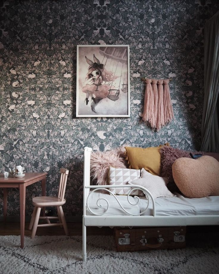 Dark and dreamy wallpapers with a floral touch http://petitandsmall.com/dark-dreamy-wallpapers-floral-touch/