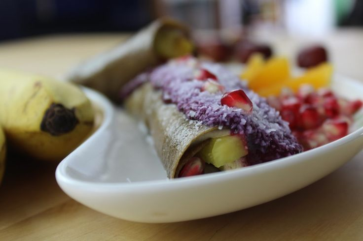 Naleśniki Bananowe z Twarożkiem Pomarańczowym i Owocami – ODMŁADZANIE NA SUROWO