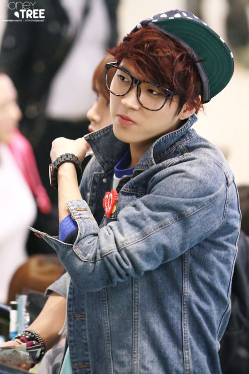 Woohyun (Infinite) in denim jacket/cap/specks. #streetstyle