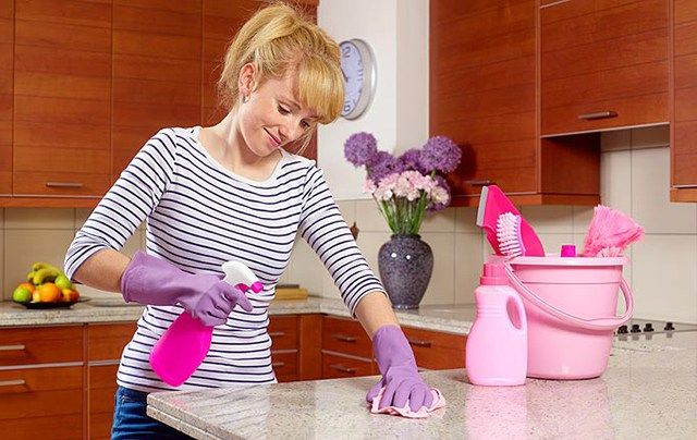 Utilidades do amaciante de roupas :  1. Tapete novo Depois de higienizadas, as fibras de tapetes e carpetes ficam ressecadas e ásperas ao toque. Resolva isso colocando 1/2 tampa de amaciante em