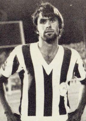 Δεληκάρης Γιώργος. Πειραιά. (1951). Επιθετικός. Από το 1969-1978. (226 συμμετοχές 25 goals).