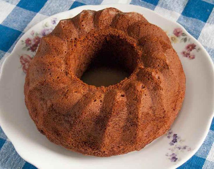 Karamelli kek dışı çıtır çıtır, içi hafif nemli çok lezzetli ve değişik bir kektir. Karamel seviyorsanız bu kek tarifini mutlaka deneyin.