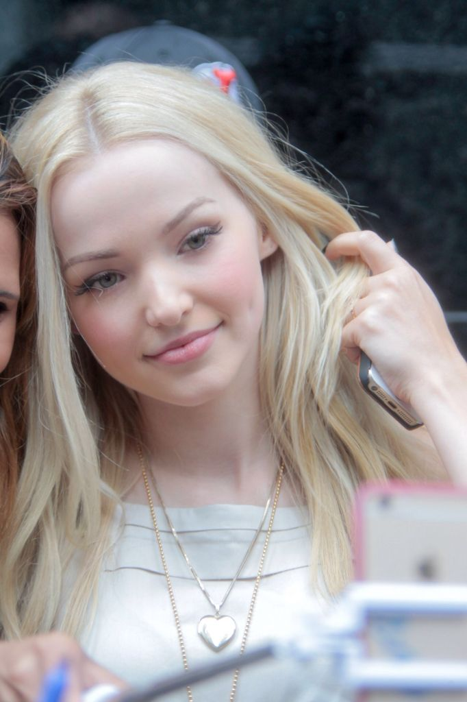 Dove Cameron such a lovely face of happiness. As said before I love her soft silky skin. Love the girl. Sal Peyton.