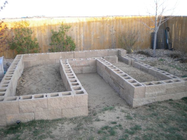 cinder block gardening {top with stepping stones like old house}
