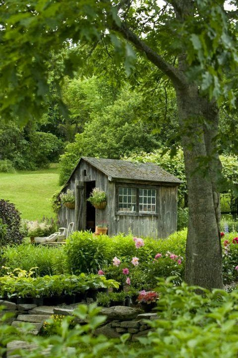 Charming Country Garden Shed.                                                                                                                                                                                 Más