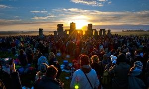 No fires, no mystery as Stonehenge's solstice is sold as a 'holiday experience' - THE GUARDIAN #Stonehenge, #Solstice, #World
