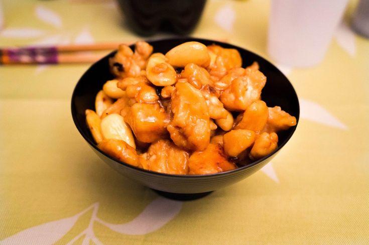 Chiunque ami la cucina cinese ha sicuramente provato almeno una volta nella vita il POLLO ALLE MANDORLE. E chi tra questi non ne è rimasto affascinato ?