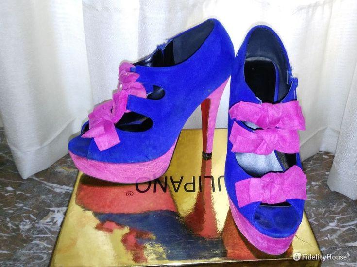 Scarpe scamosciate con plateau, tacco e fiocchetti rosa il tacco e alto 14 cm