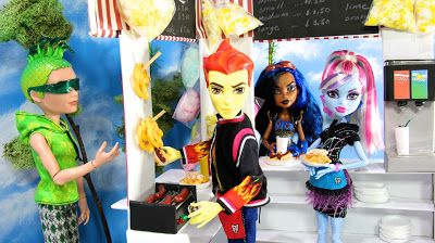 560 Best Images About Monster High Diy On Pinterest Barbie House Monster High Bedroom And