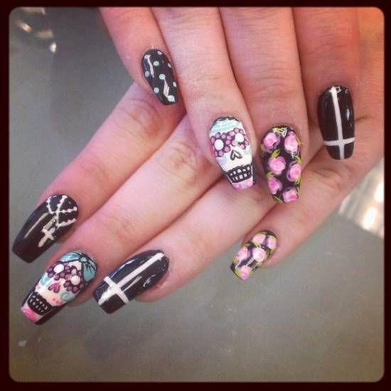 563 best halloween nails images on pinterest halloween nails 21 killer skull nail art design tutorials nail design ideaz prinsesfo Images