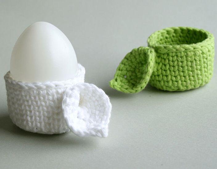 Eierbecher mit Blatt für den Frühstückstisch - Häkelanleitung via Makerist.de