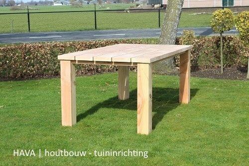 Hardhouten Tuintafel Vierkant.Een Douglas Houten Tuintafel Gemaakt Van Dikke Robuuste Planken En