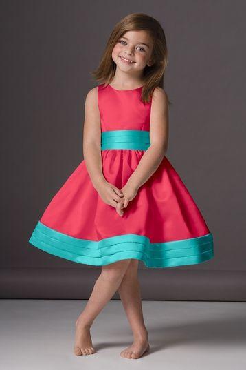 lazos azules con el vestido de color rosa
