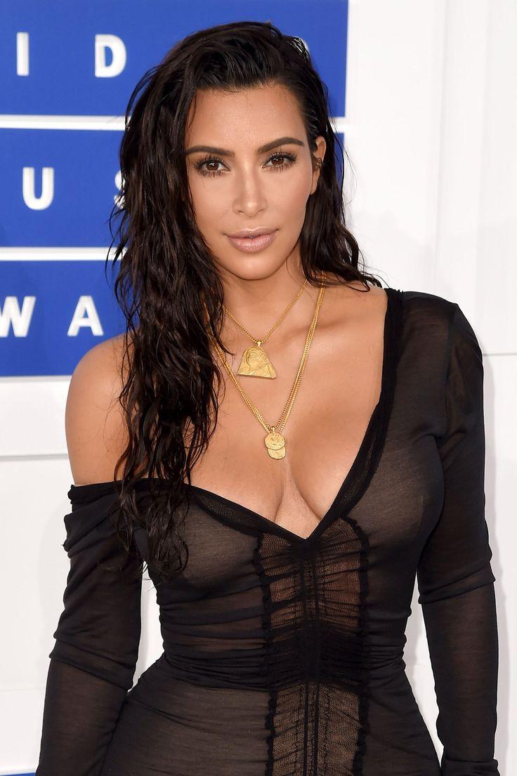 Kim Kardashian West took beach day beauty to the VMAs 2016 red carpet.