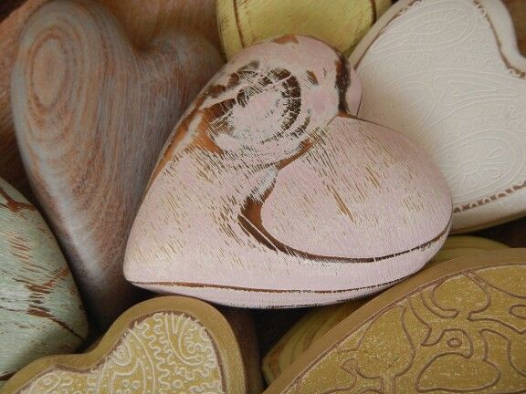 Degas designs: wooden hearts.