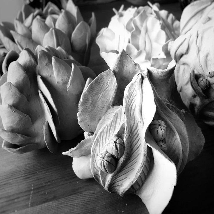 #wildone #wildoneceramic #вработе #керамикамосква #керамикаручнойработы #керамикадлядома #маленькийтотем #керамическиеукрашениядлядома #керамикаручнойработымосква #керамическиецветы #керамическиекактусы #нежность