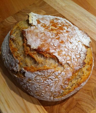 WOW, this seems really easy to make. I  need to try this, can't stand the white sandwich bread anymore...No-knead bread: schnelles Brot mit ohne Arbeit, via Frau Gröner.: